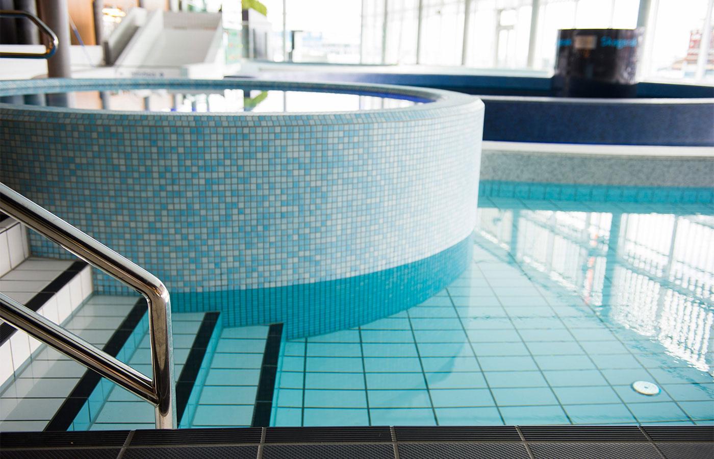 referenzen schwimmbad wellness spa jasba fliesen mosaike. Black Bedroom Furniture Sets. Home Design Ideas